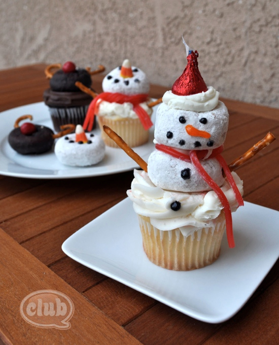 Tons of really creative Christmas cupcake ideas!!